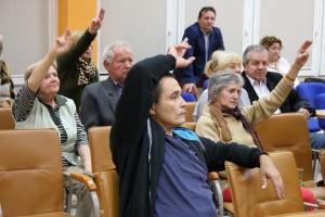 Zgromadzeni na sali aktywnie brali udział w spotkaniu.